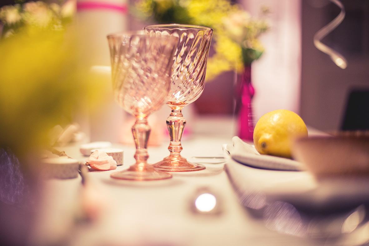 Shooting table d amoureux en jaune et rose les recettes - Table amoureux ...